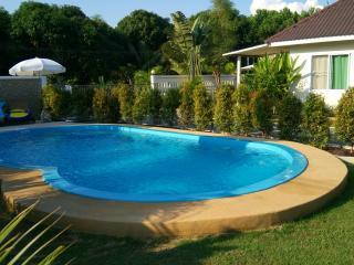 Ferienhaus mit Pool  in Strandnähe