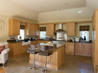 Fully equipped Burr oak kitchen with granite surfaces and flagstone floor
