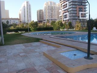 Apartamento T3 com piscina - 100mt praia