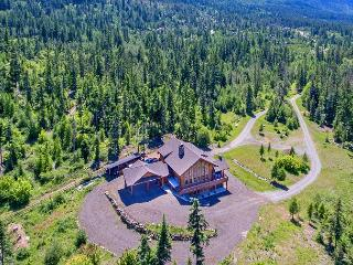 Stunning Mt. Log Home | Slps 20 | WiFi | Hot Tub | 6 Acres