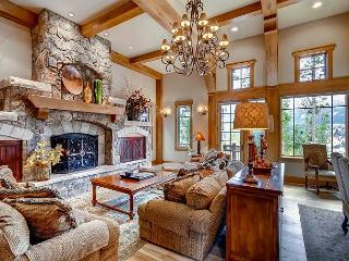 A spacious home with elegant design and privacy - Summer 2016 Availability!, Breckenridge