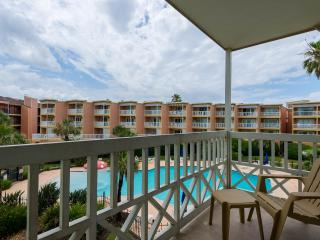 Beachfront Condo ! minutes from Moody Gardens 202, Galveston