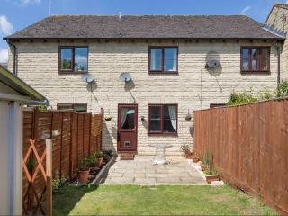 Harvey's Cotswold Retreat - 2Bed Mid-Terrace, Parking, Child & Pet Friendly.