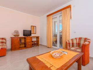 Family apartment 30 meters from the sea, Tivat Municipality