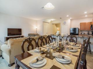 4 Bedroom 3.5 Bath Townhome with Private Hot Tub, Kissimmee