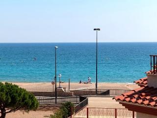 Precio complejo con piscina en 1ª linea de mar