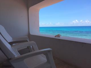 CONDO WITH OCEAN VIEW AND ACCESS TO PRIVATE BEACH, Isla Mujeres