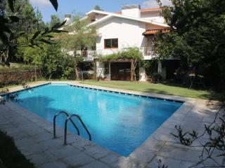 Amazing Villa in Porto with Pool, Tennis Court and Golf driving range