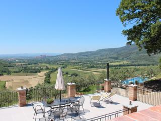 Bright Family Home in Tuscany,  Stunning Private Pool, Tranquil Tuscan setting.