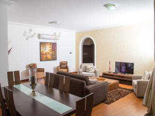 Afro Cosmopolitan 3 bedroom Apartment, Acra