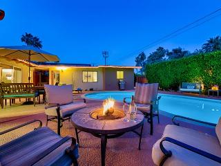 10% OFF SEPT - 3 Private Cottages on 1 Lot - Private Pool, Spa, Fire Pit, Palm Springs
