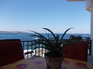 Seafront two bedroom apartment., Mellieha
