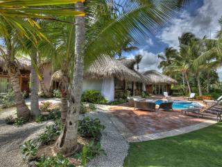 Amazing 3 bedroom Villa surrounded by Golf Course and next to Beach