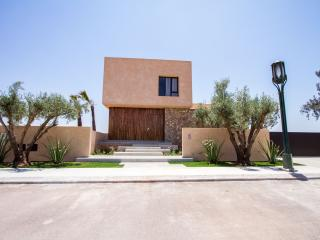 TRES BELLE VILLA CONTEMPORAINE SUR GOLF, Marrakesch