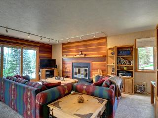 NEW LISTING! TIMBER RIDGE 9: Nice 2 bed/2 bath End Unit, Great Price, Lots of Trails, Clubhouse, Silverthorne