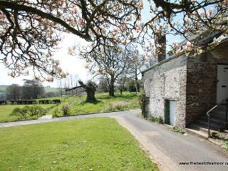 Barn Cottage, Brayford - Barn Cottage - Sleeps 5 - edge of Exmoor - wonderful countryside location, Bratton Fleming