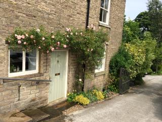 Torr Top Place - Peak District, situated next to river (sleeps 5)
