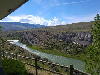 Majestic views atop gorgeous river canyon! Free WiFi, Cody
