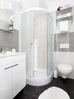 third room bathroom