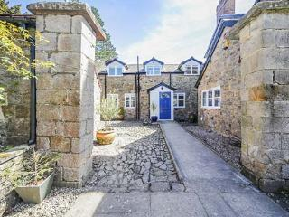 THE COACH HOUSE, Grade II listed, woodburner, pet-friendly, private courtyard, nr Ludlow, Ref 29698