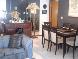 Zona living comedor y comedor con vista a ingreso a cocina