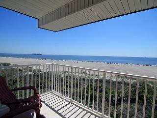 Beach House On The Dune - Unit 444 - Panoramic Views of the Atlantic Ocean - Swimming Pools - Restaurant - FREE Wi-Fi, Tybee Island