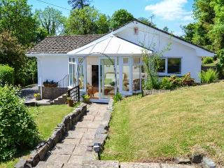 LITTLE WILLESLEIGH, wing to owners' home, super king-size bed, conservatory, enclosed garden, in Goodleigh, Barnstaple, Ref 934017