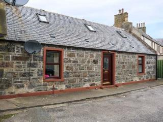 AUCHNAHAIRD, fisherman's cottage, WiFi, pet-friendly, patio, in Whitehills, Ref