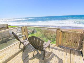 Ocean Front Luxury Home in Bella Beach, Steps From Beach, High End Amenities!, Lincoln City