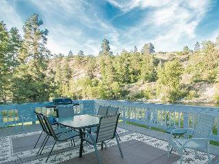 Leavenworth River Haus~1.5 miles to Leavenworth, Wi-Fi, Hot Tub, Sauna, River