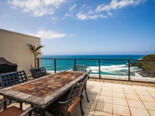 Puu Poa 413-Premier 2 bedroom/2 bath penthouse with gorgeous ocean views- heated pool