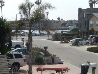 Silverstand Beach House - Walk To The Beach, Oxnard