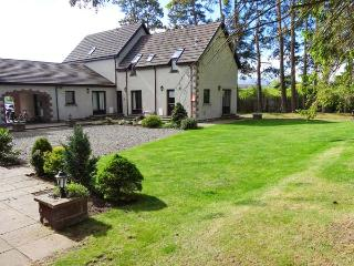 THE SHIELING well-appointed, shared garden, off road parking in Newtonmore Ref 9