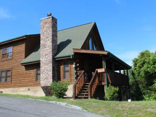 4 BR (2 KING MBRs); 3 bath, Loaded with Amenities!, Sevierville