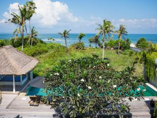 Gorgeous 4 Bedroom facing to the ocean - Canggu, Kuta