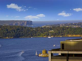 Sydney Harbour Bridge view luxury apartment, Sídney