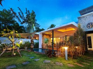 3+1 Bed Modern Tropical Style Pool Villa - Naiharn, Rawai