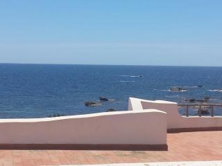 Casa posizione dominante sul mare.