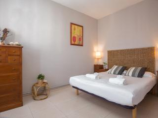 3 beds 4 pax Rossellon Bright and Quiet apartment, Barcelona