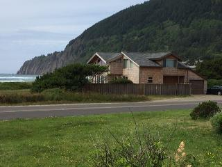 NKN TREASURE ~ Beach front home with fabulous ocean views!, Nehalem
