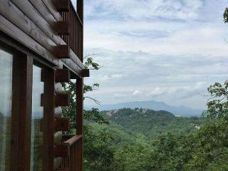 Morning View is a two story, one bedroom log cabin with a spectacular view!, Sevierville