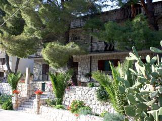 Three Pines Apartment IV - two bedroom, terrace, Okuklje