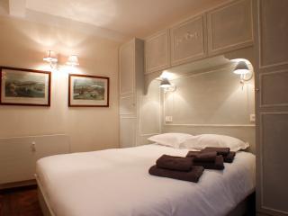 Saint Honore Apartment - Heart of Paris