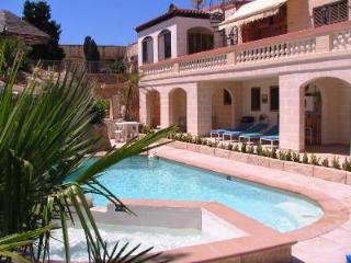 Santa Maria Villa Apartment (A) Shared Pool, 2-Bedroom, sleeps up to 6, WiFi