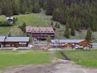 Santa Caterina Valfurva di fronte piste da sci