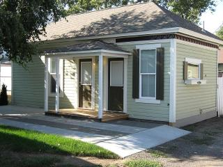 DOWNTOWN WALLA WALLA COTTAGE Long term rates available