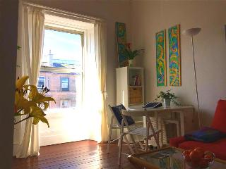 Sunny bright 1 bedroom apartment sleeps 2+3 Leith, Édimbourg