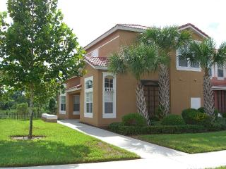 4 Bedroom Villa 2 Miles from Disney Entrance, Kissimmee