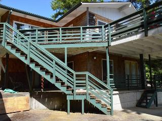 BRIGADOON ~ Spacious three story home great for Family's!!, Manzanita