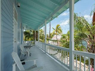 Duval Corner - Cute Condo In Perfect Location Just Off Duval. Great Balcony!, Cayo Hueso (Key West)